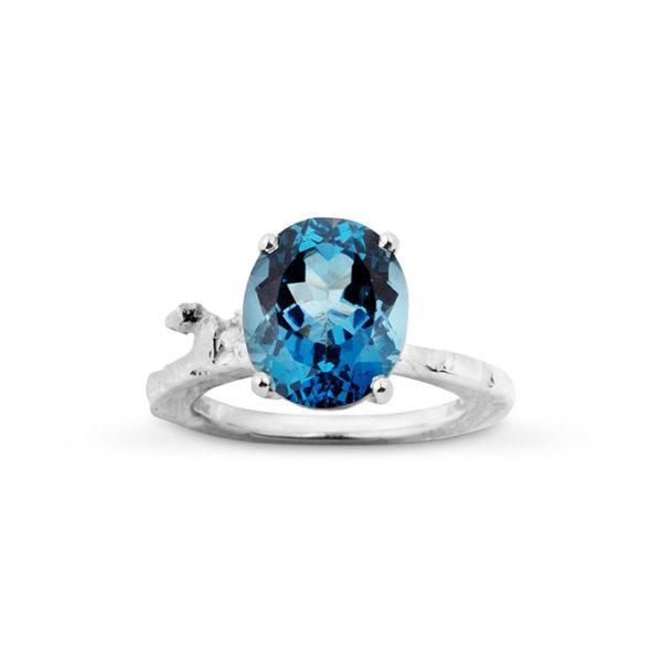 Zydrune Celestial 'Vega' blue ring front view.